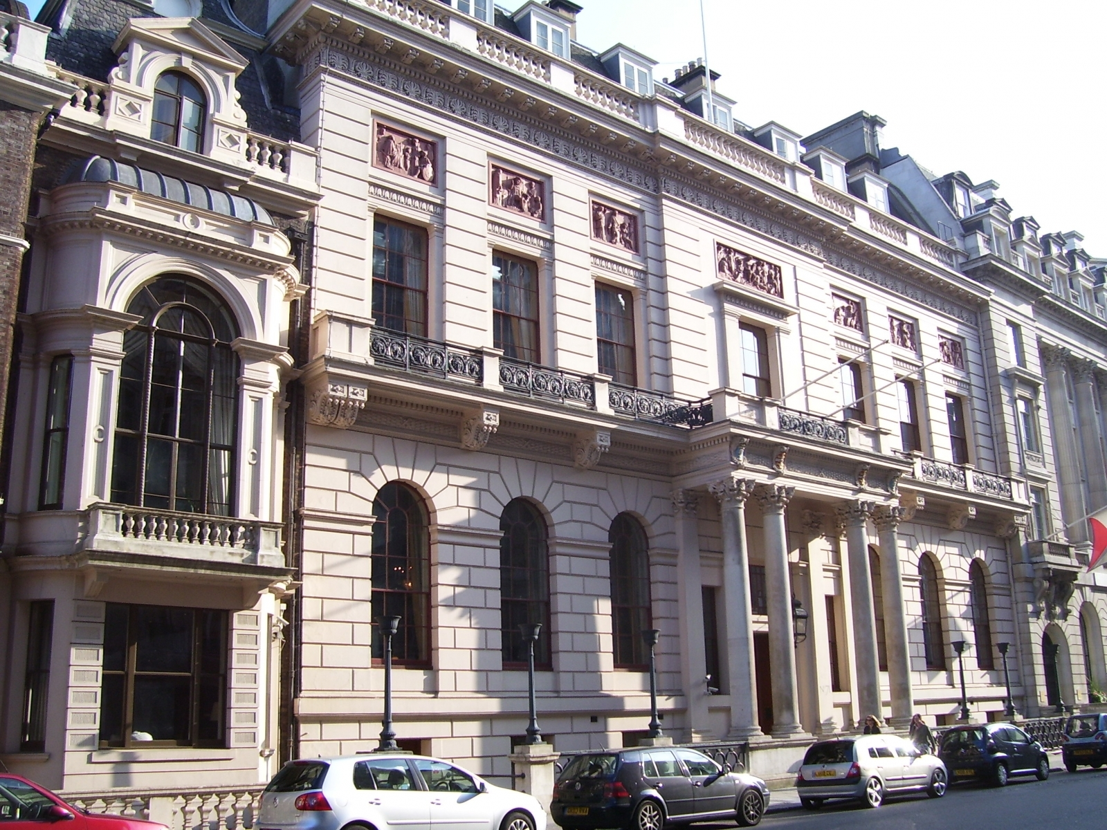 he Oxford and Cambridge Club in Pall Mall