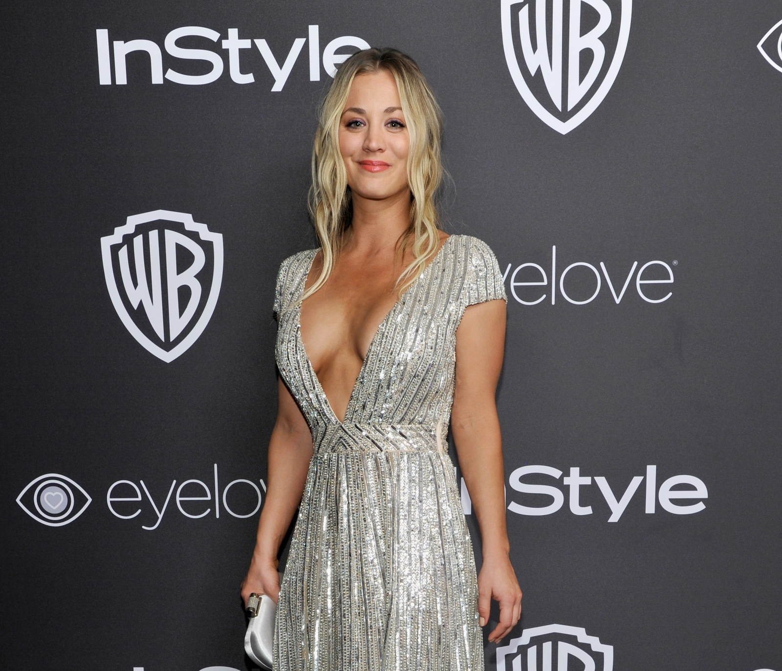 Kaley cuoco braless