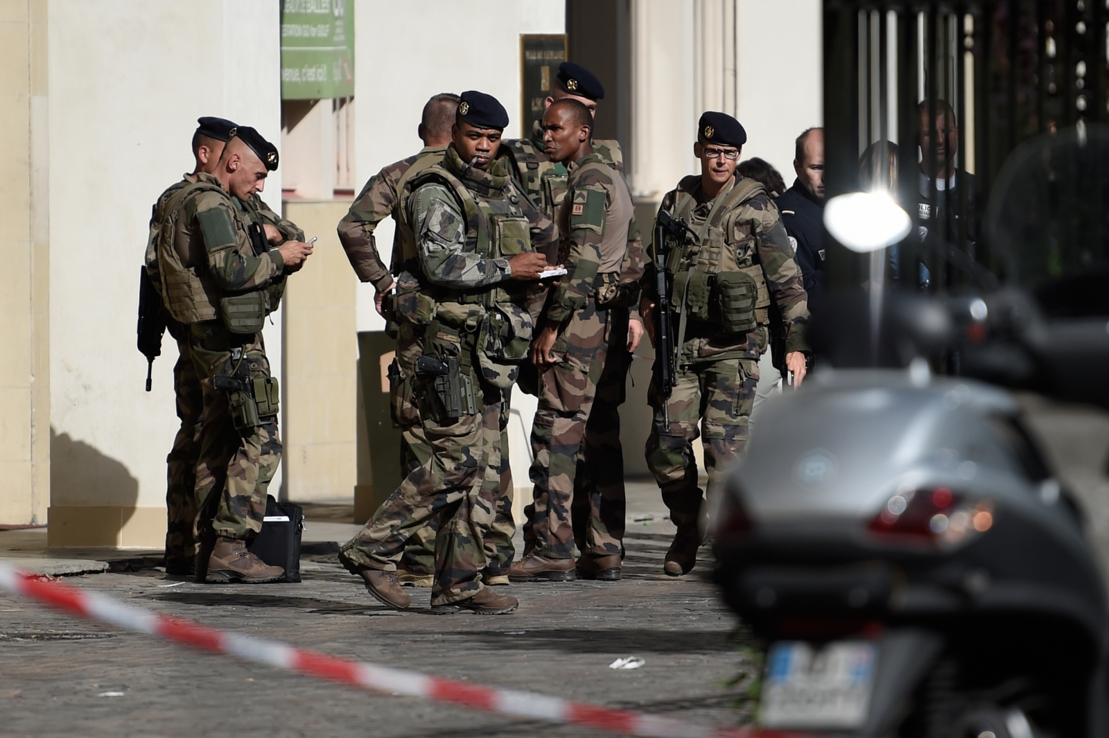 six-injured-after-car-rams-into-soldiers-in-paris-suburb