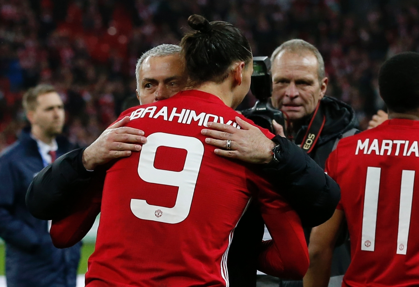 Ibrahimovic in talks with Manchester United over new contract