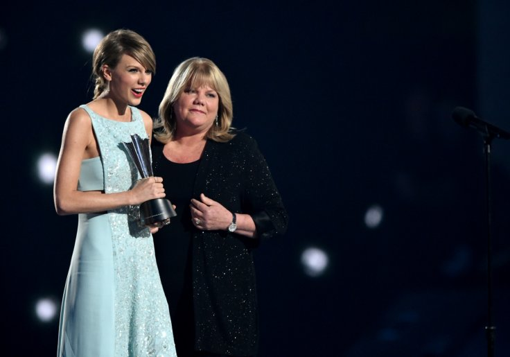 Taylor Swift and mother
