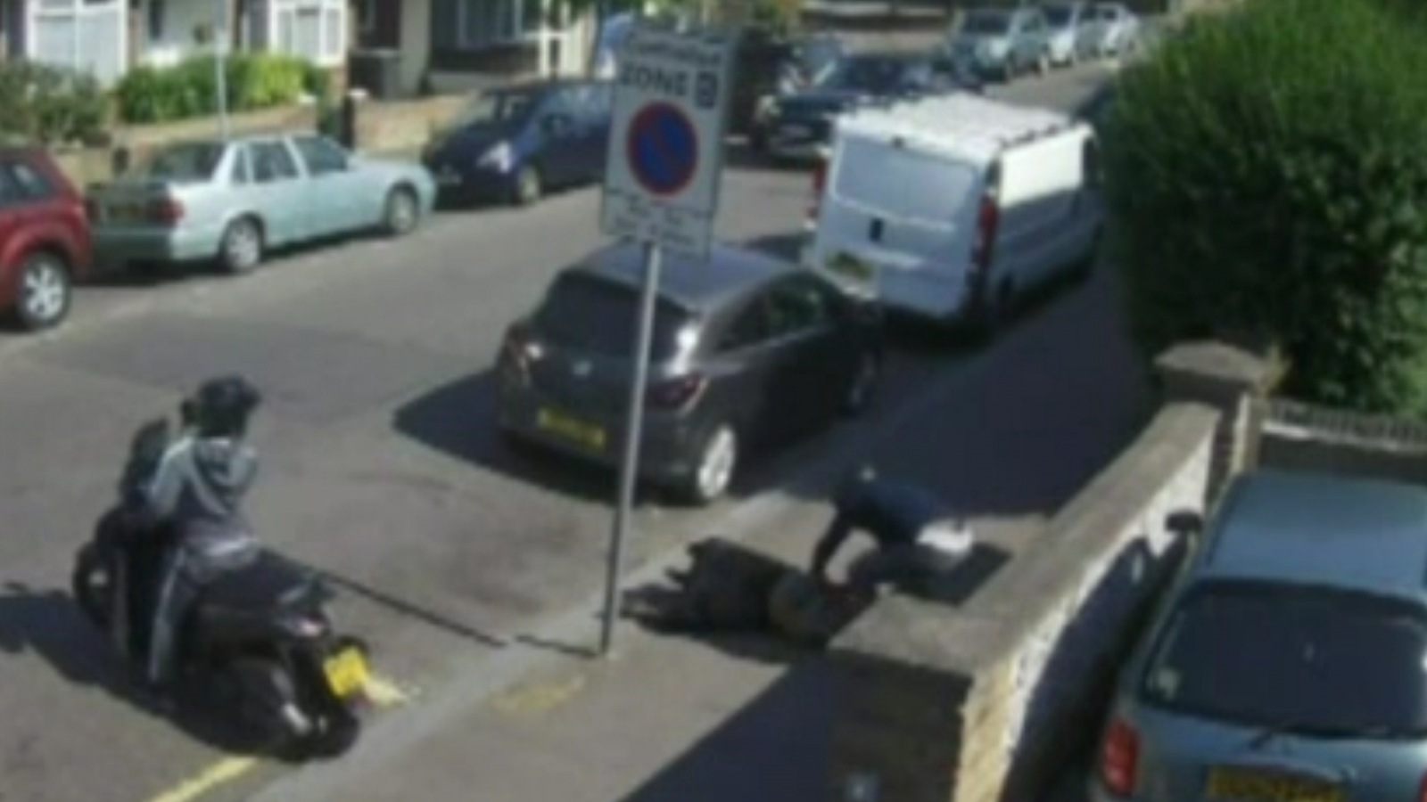 cctv-captures-shocking-robbery-outside-hindu-temple-in-london