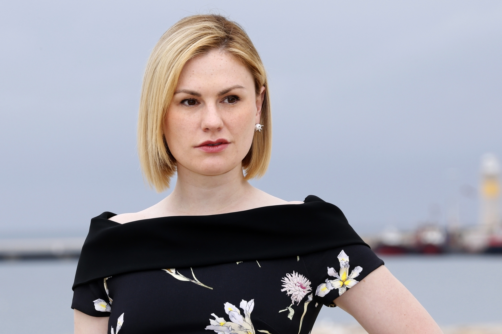 Actress Anna Paquin has revealing moment on live news