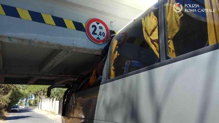 rome bus crash