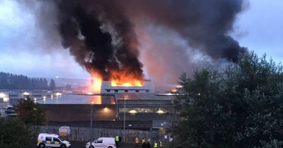 Fire tears through Glasgow fruit market after 'explosion'