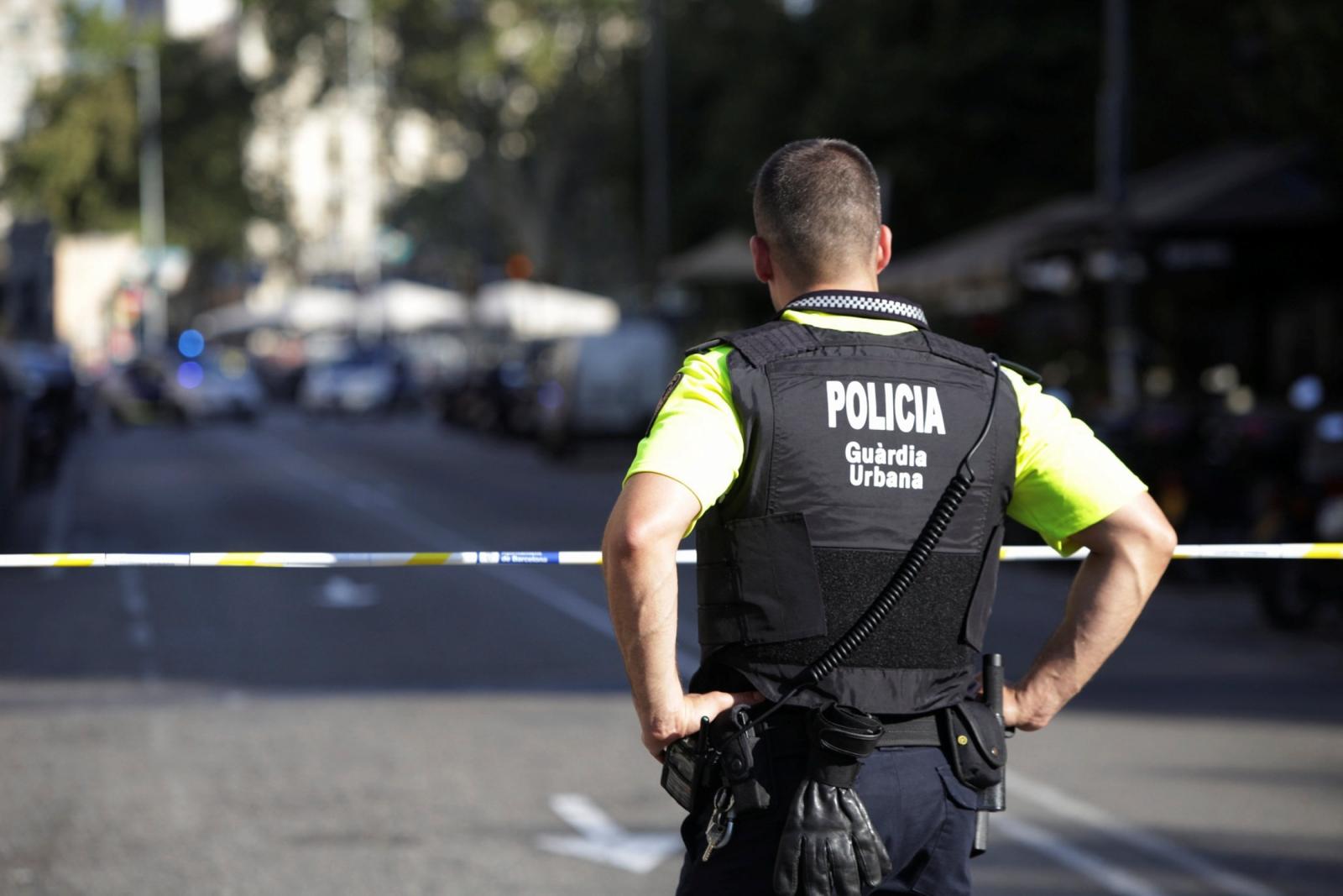 witness-describes-panic-on-barcelonas-las-ramblas-as-police-close-area
