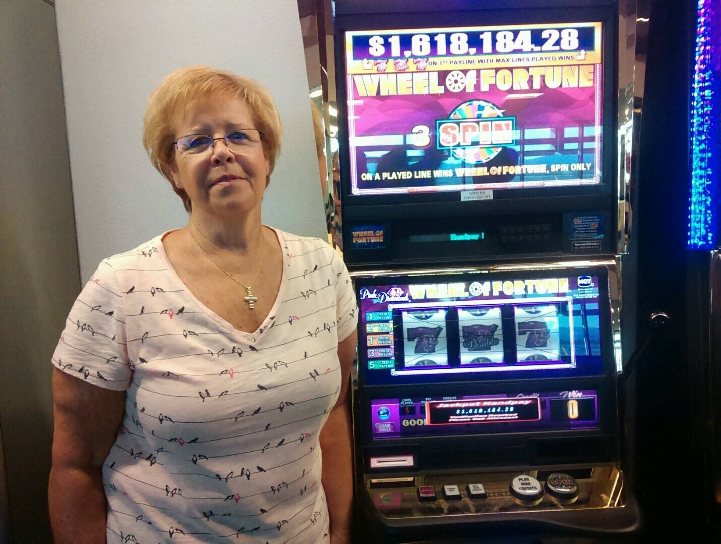Woman wins big at airport slot machine