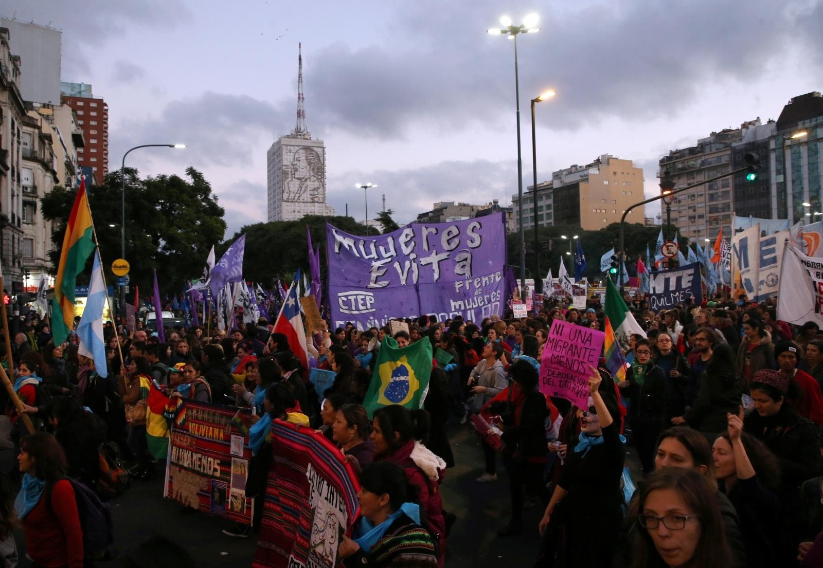 Argentina march women