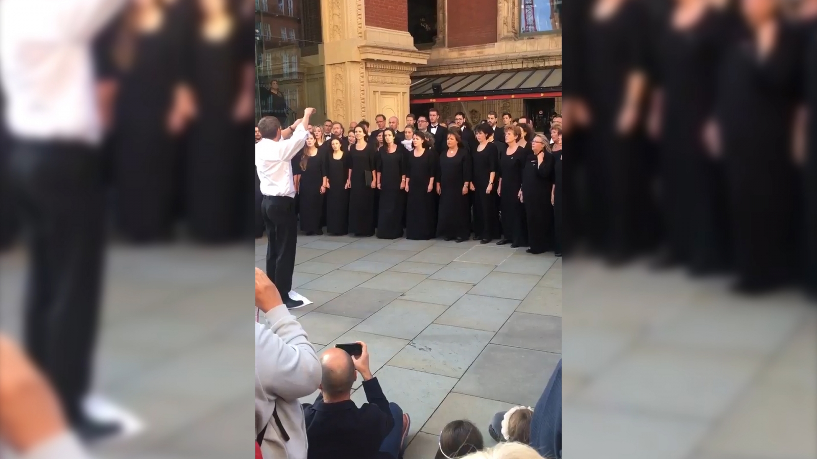 catalan-choir-pays-tribute-to-victims-of-barcelona-attack