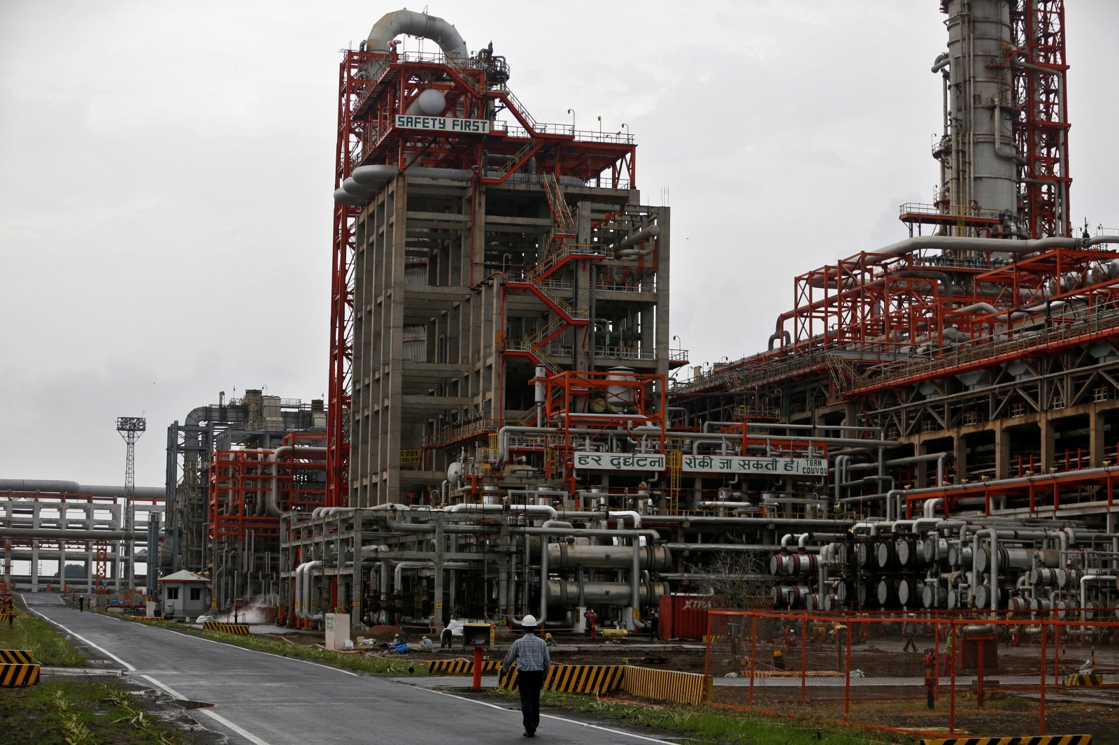 Rosneft says India's Essar Oil refinery to double throughput