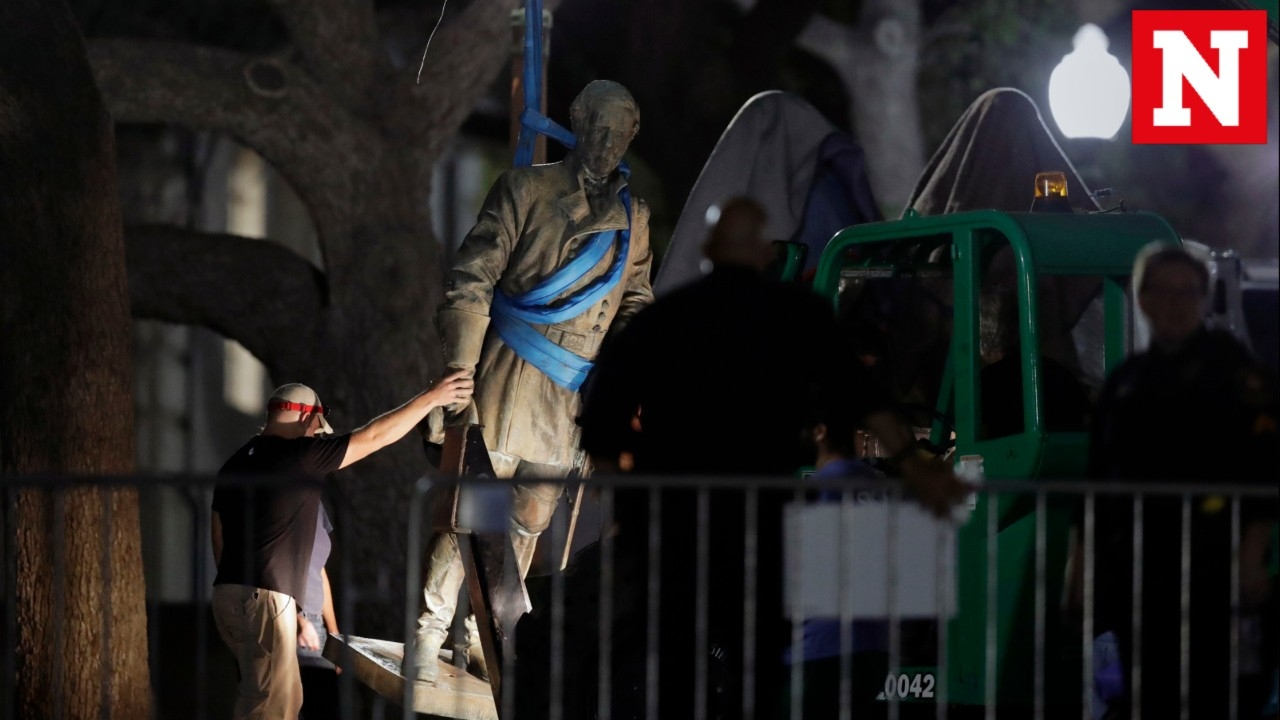 University of Texas removes Confederate statues