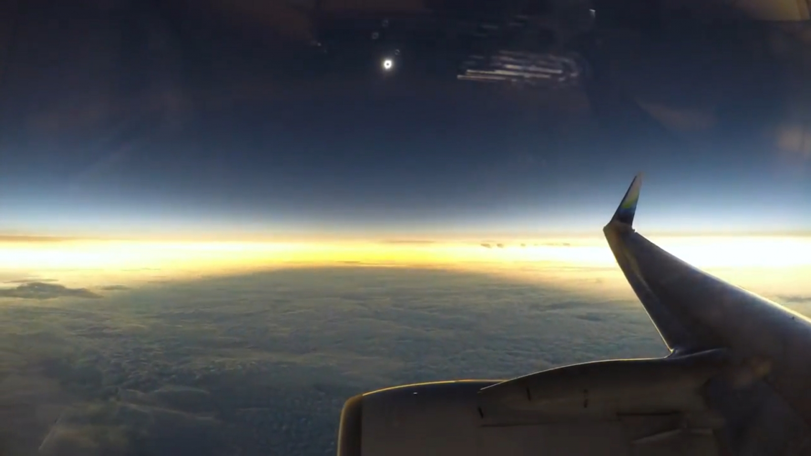 stunning-mid-flight-video-captures-moment-total-solar-eclipse-plunges-earth-into-darkness