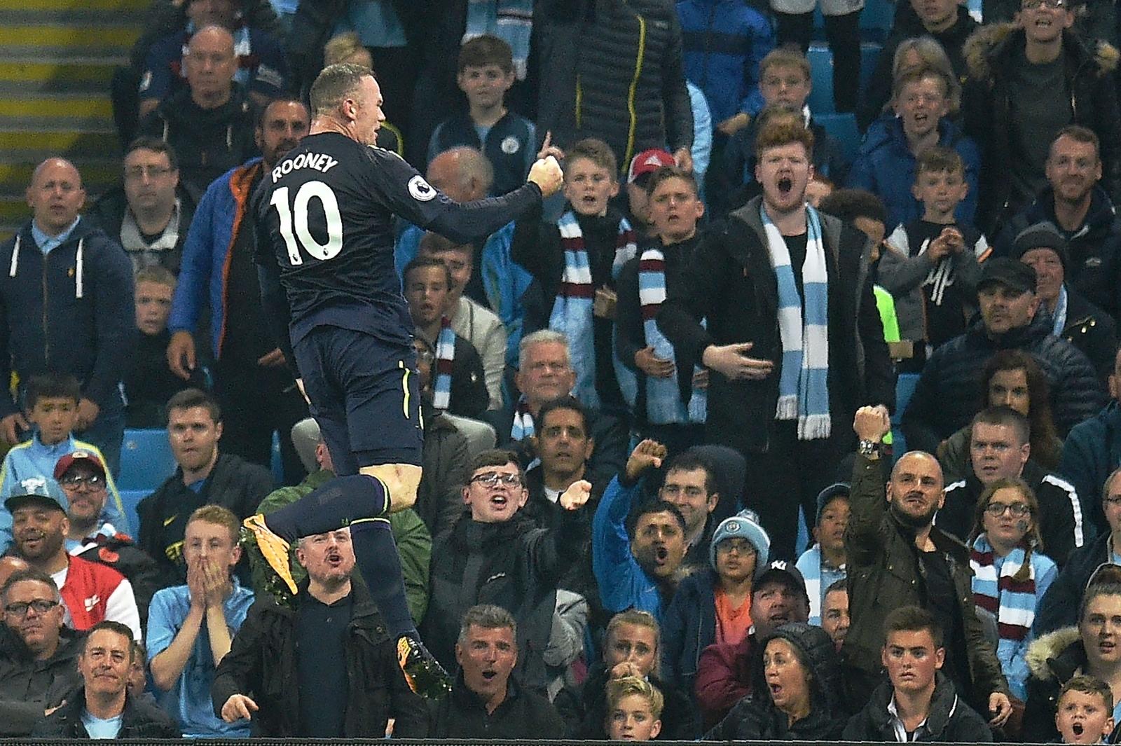 Wayne Rooney scores vs City