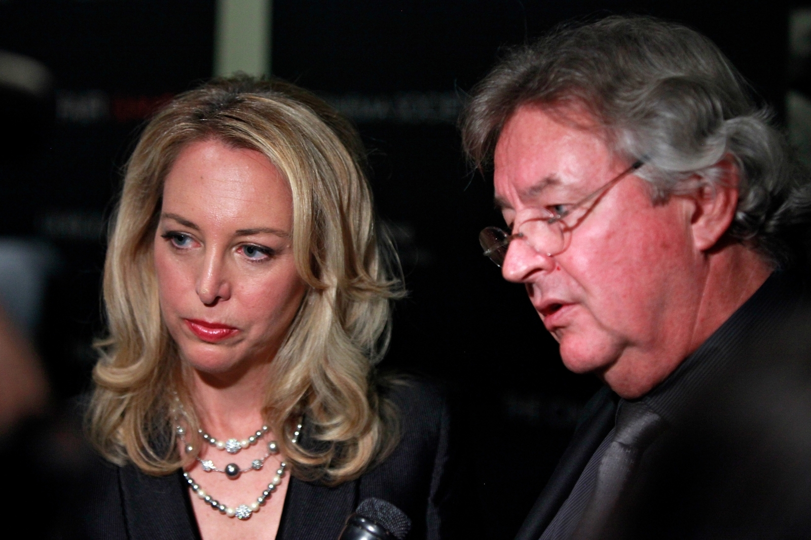 Valerie Plame Wilson (l), a former CIA Operations Officer and Joe Wilson (r), a former US diplomat
