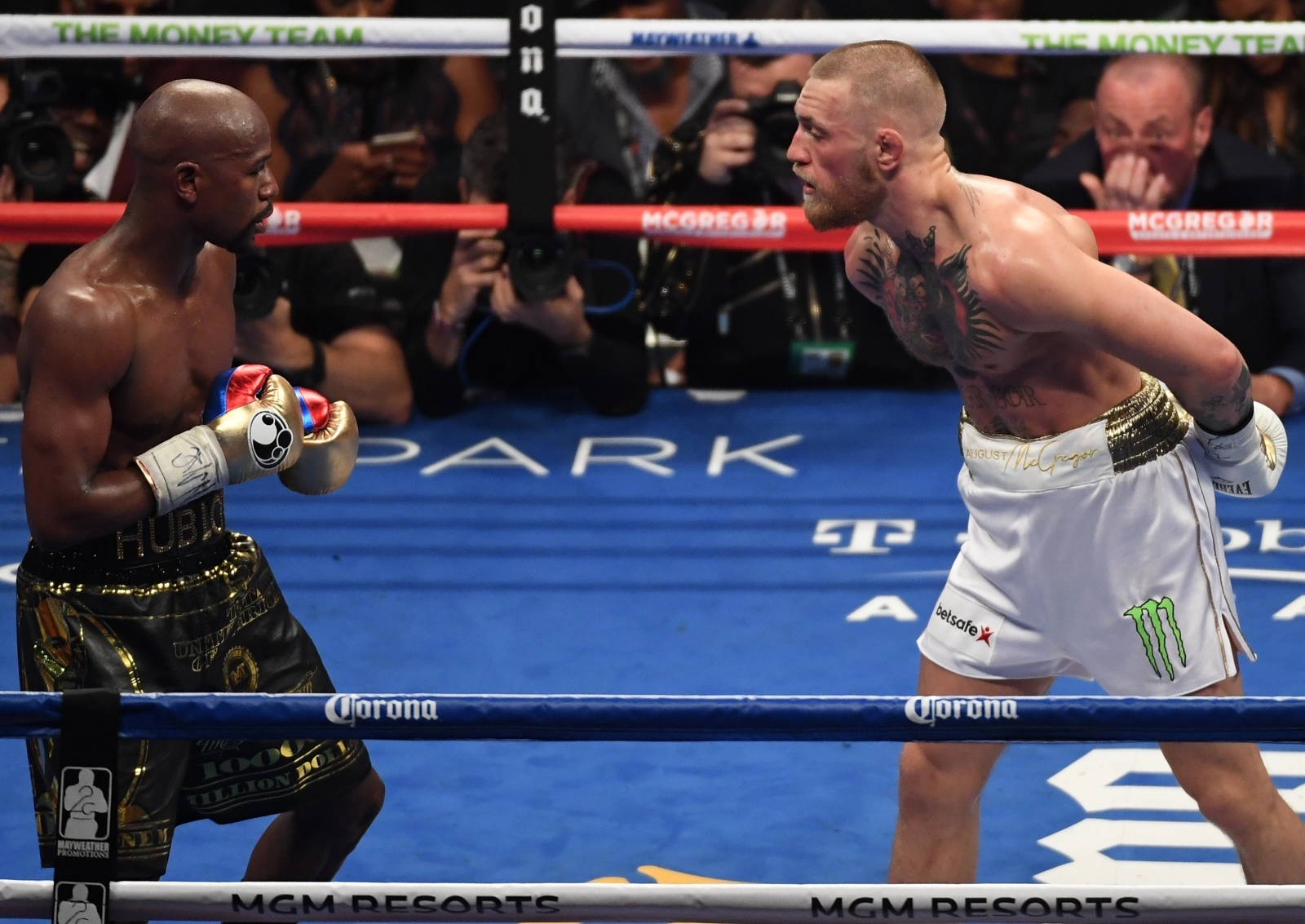 BBCI: Floyd Mayweather stops Conor McGregor in 10th round in Las Vegas