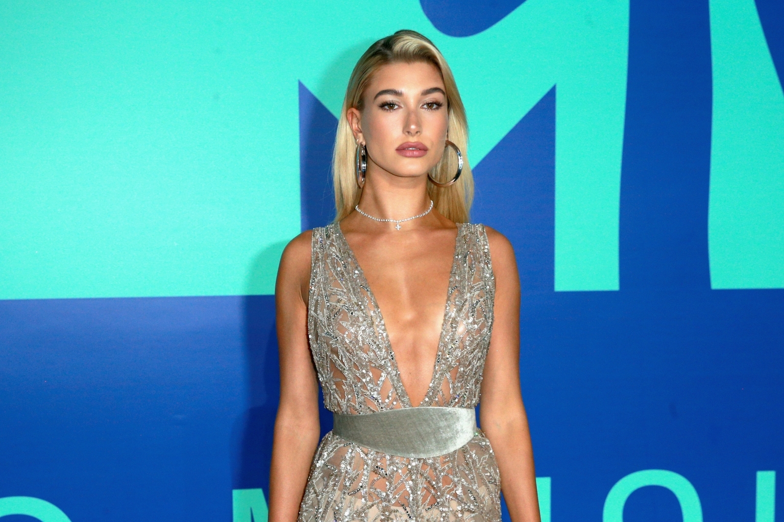 Shawn Mendes & Hailey Baldwin Cuddled At A Concert, Reigniting Romance Rumors