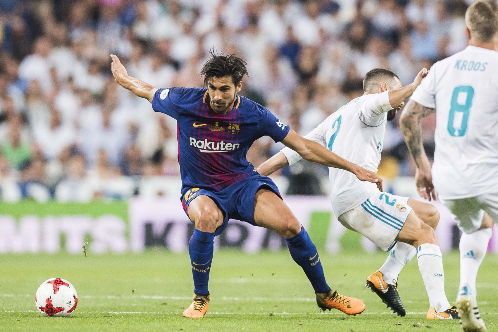 Tottenham Hotspur, West Ham United 'in Andre Gomes battle'