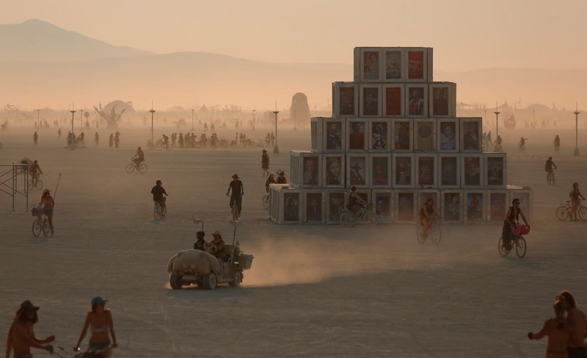 Burning man 2017 surrealist photos 360 degree views and livestream - Festival burning man 2017 ...
