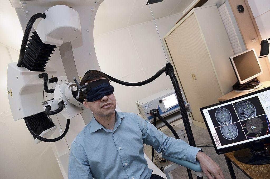 Electromagnetic brain stimulation