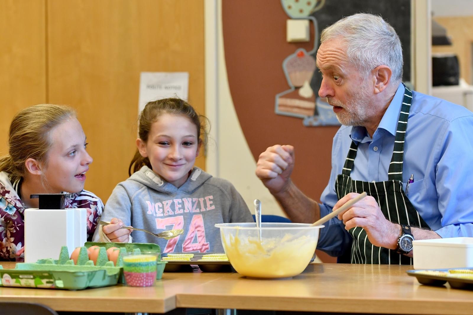 Jeremy Corbyn bakes a cake