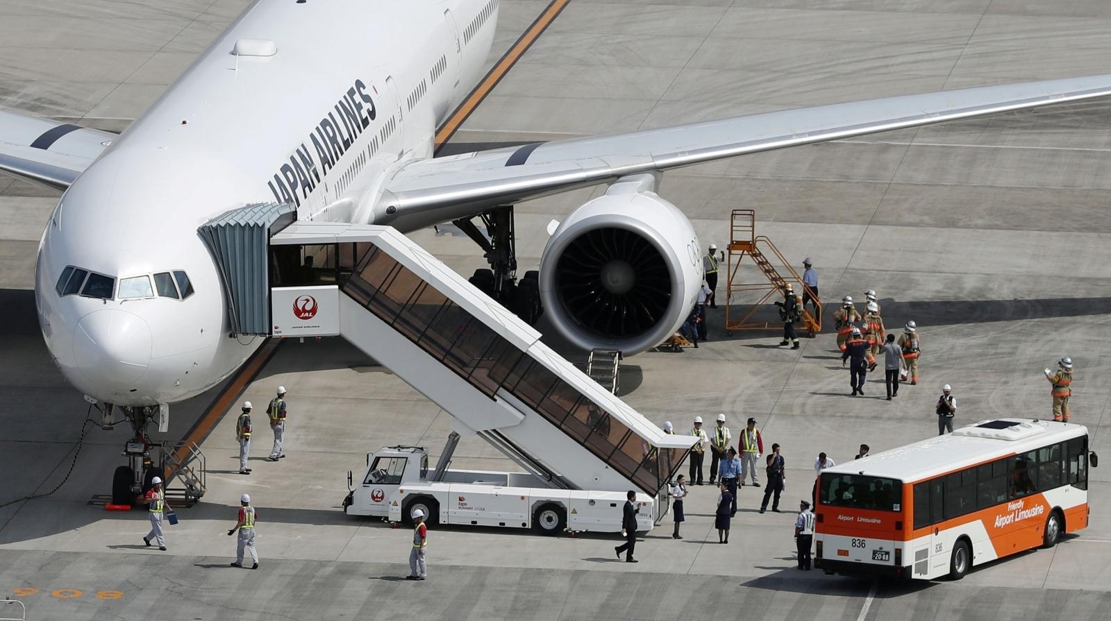 Japan Airlines emergency landing