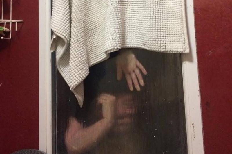 Tinder date poo window
