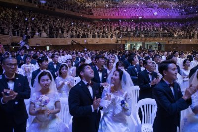 Mass wedding Moonie church Korea