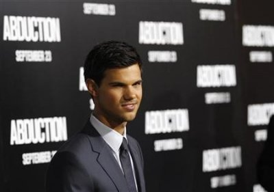 Cast member Taylor Lautner poses at the world premiere of Abduction at the Graumans Chinese theatre in Hollywood, California September 15, 2011. The movie opens in the U.S.