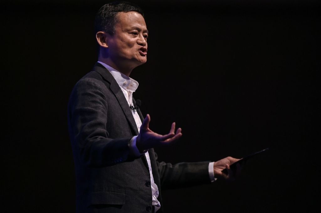 Alibaba Billionaire Founder Jack Ma Pulls Off The COOLEST Michael Jackson Moves