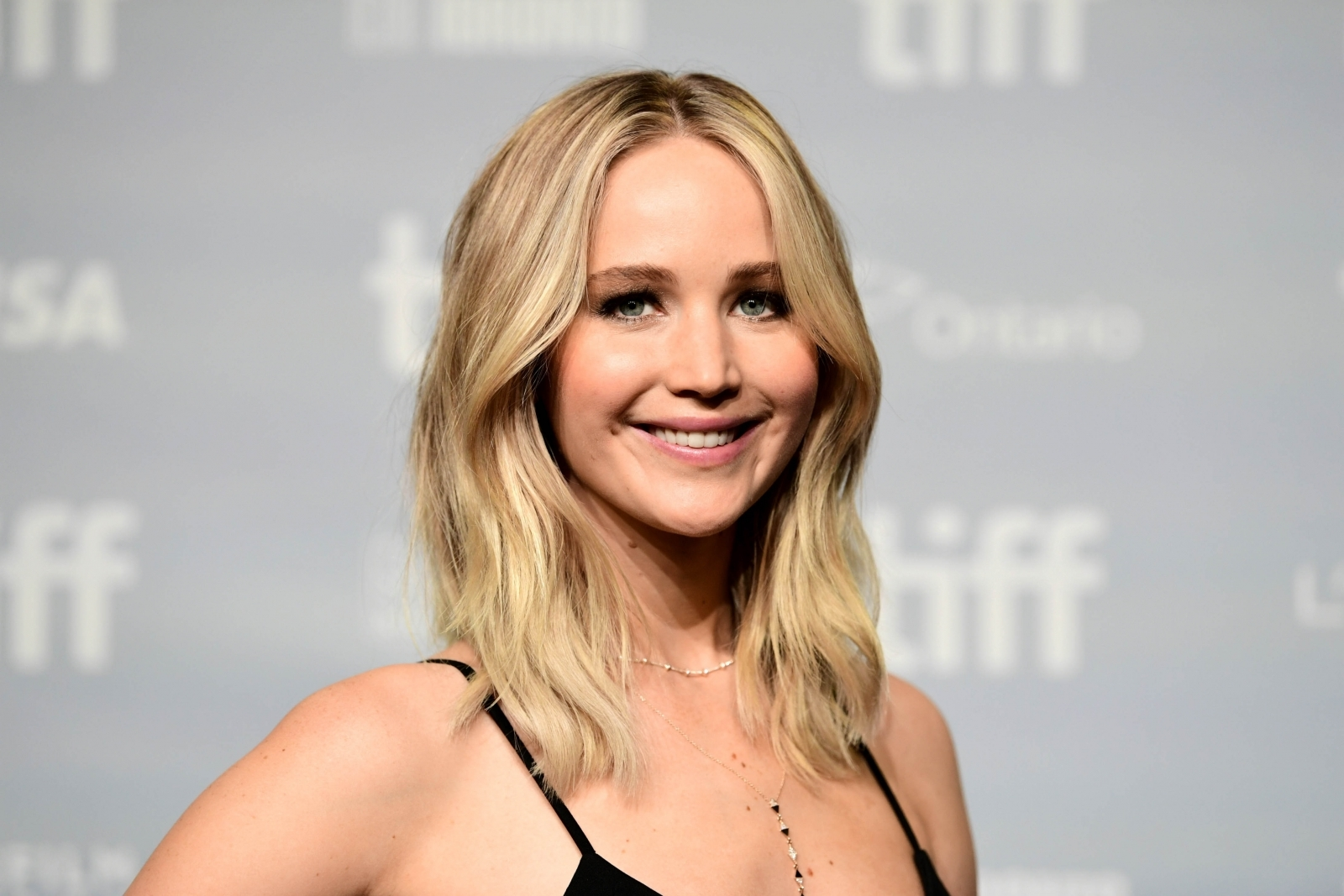 Jennifer Lawrence takes first red carpet photos with boyfriend Darren Aronofsky