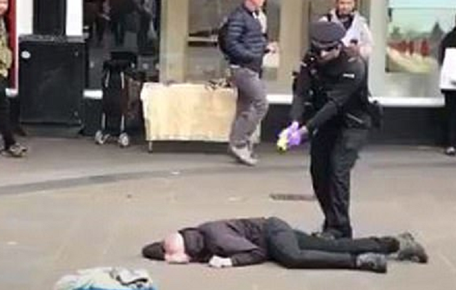 Dramatic moment police arrest suspected knife attacker in United Kingdom city centre