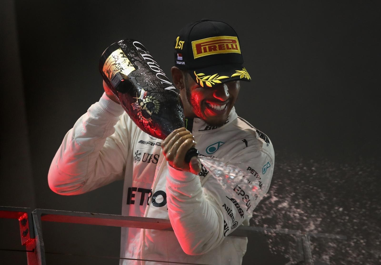 Lewis Hamilton capitalises on Ferrari disaster in Singapore