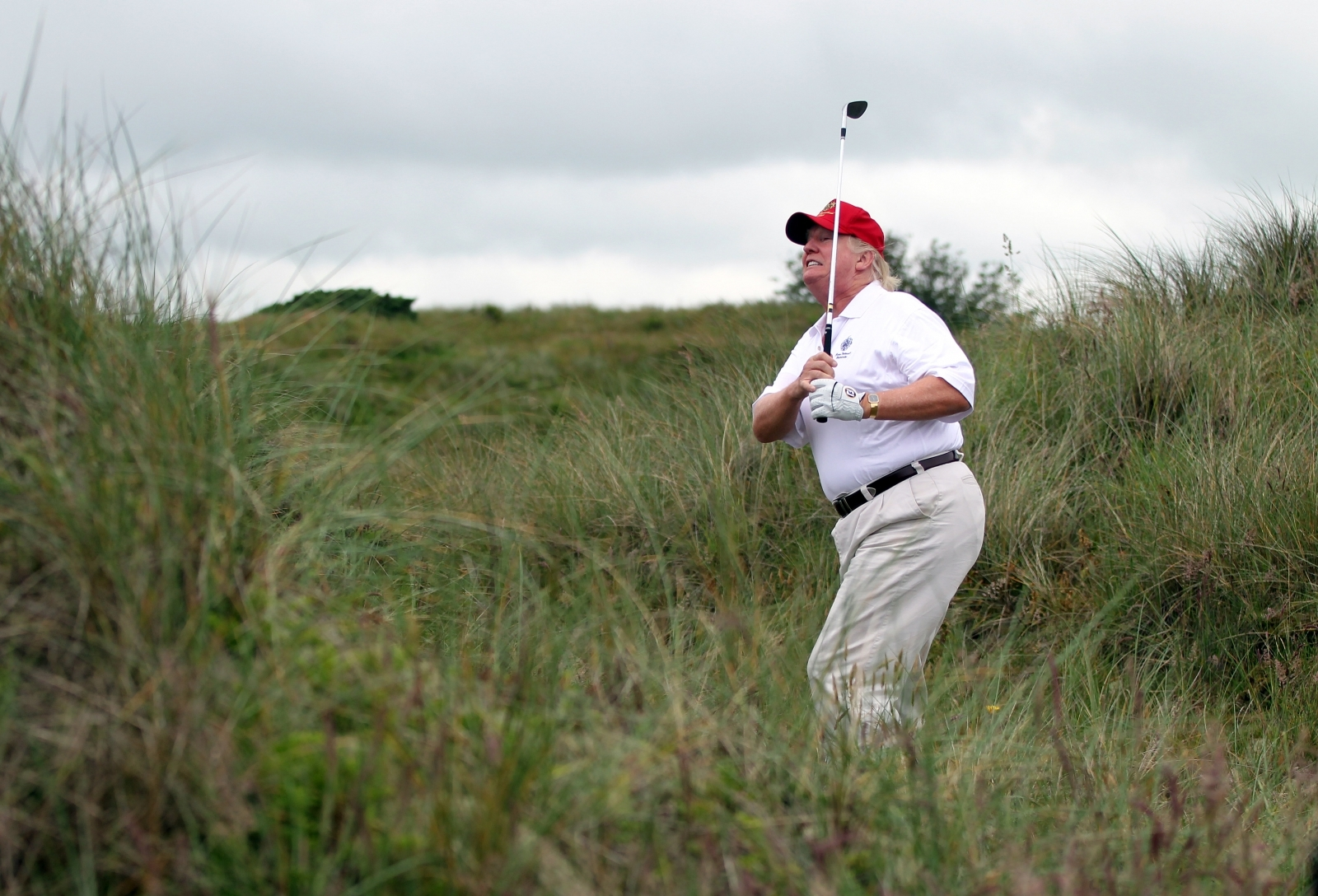Trump playing golf