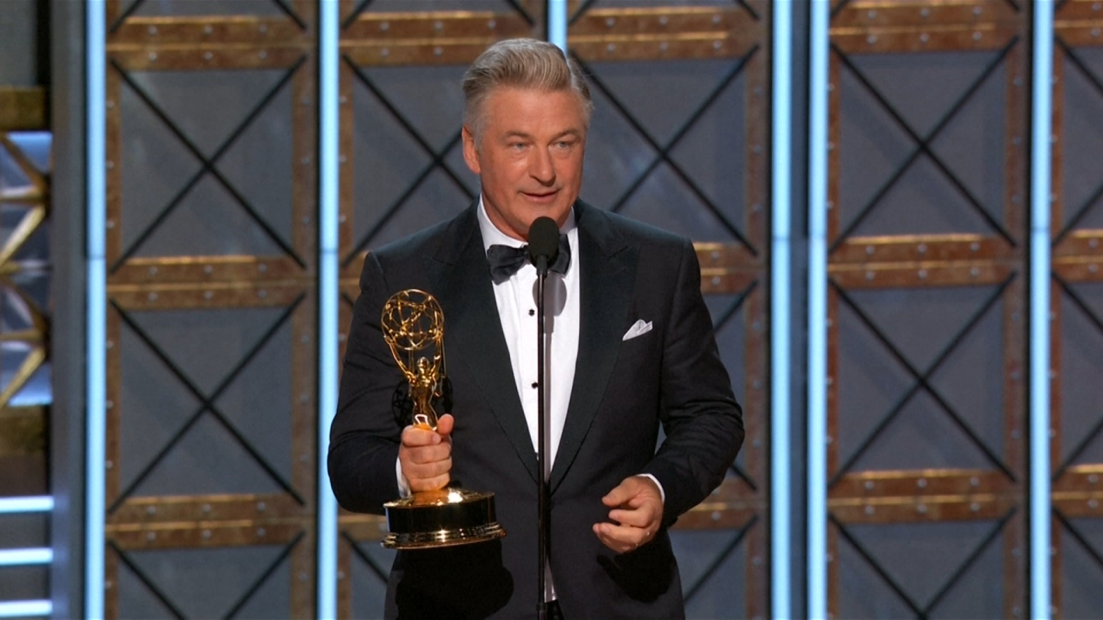 alec-baldwin-offers-emmy-win-to-president-trump