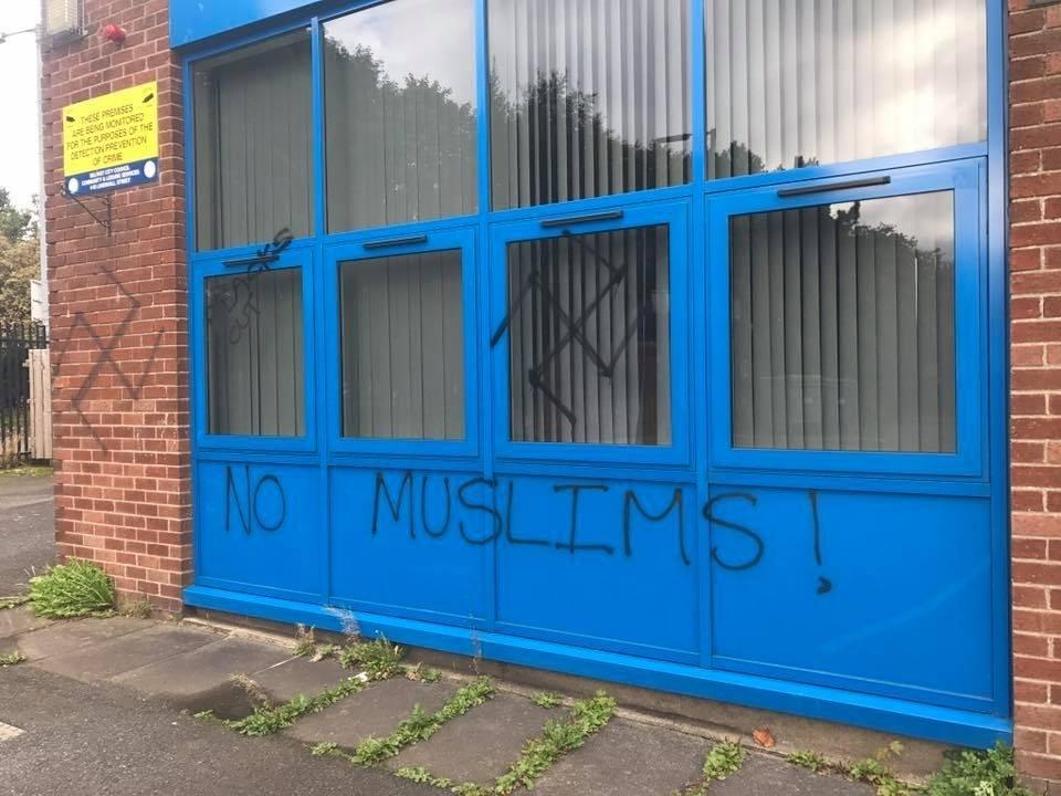 pigs head graffitti