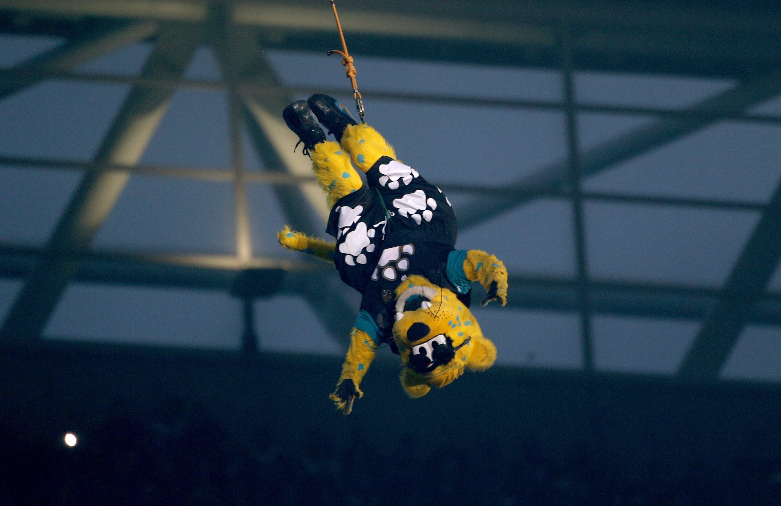 nfl-mascot-rappels-down-from-roof-of-londons-wembley-stadium