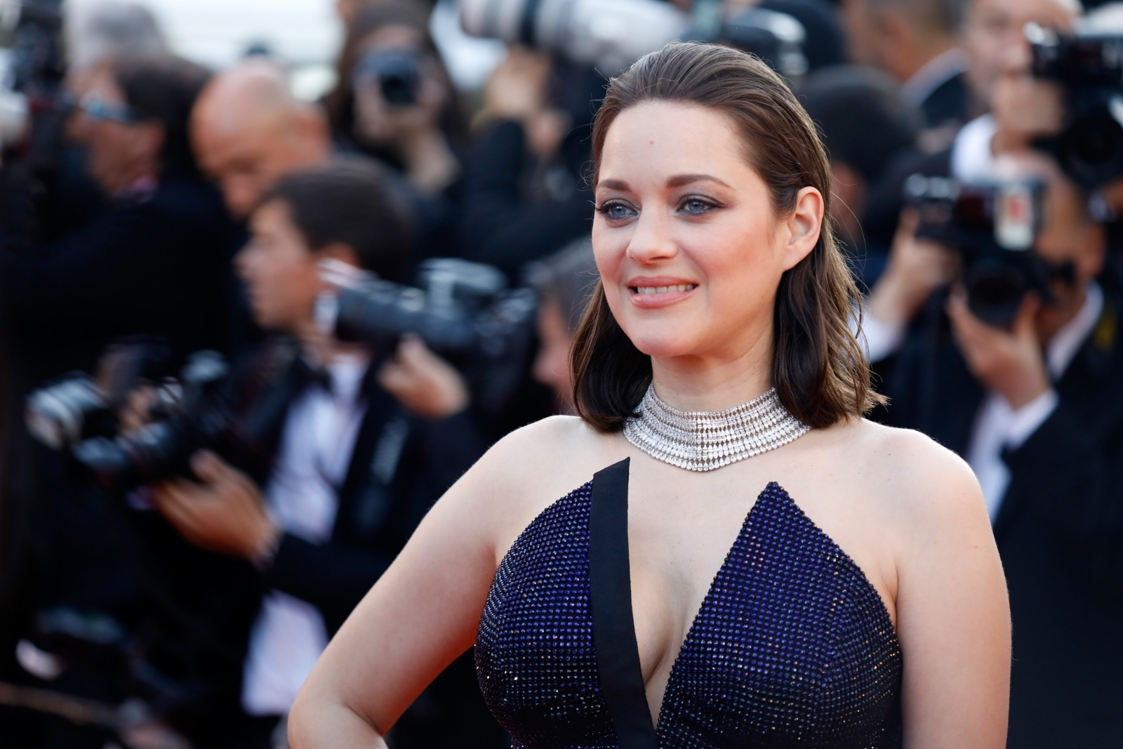 Marion Cotillard goes topless for sexy Instagram post and ...