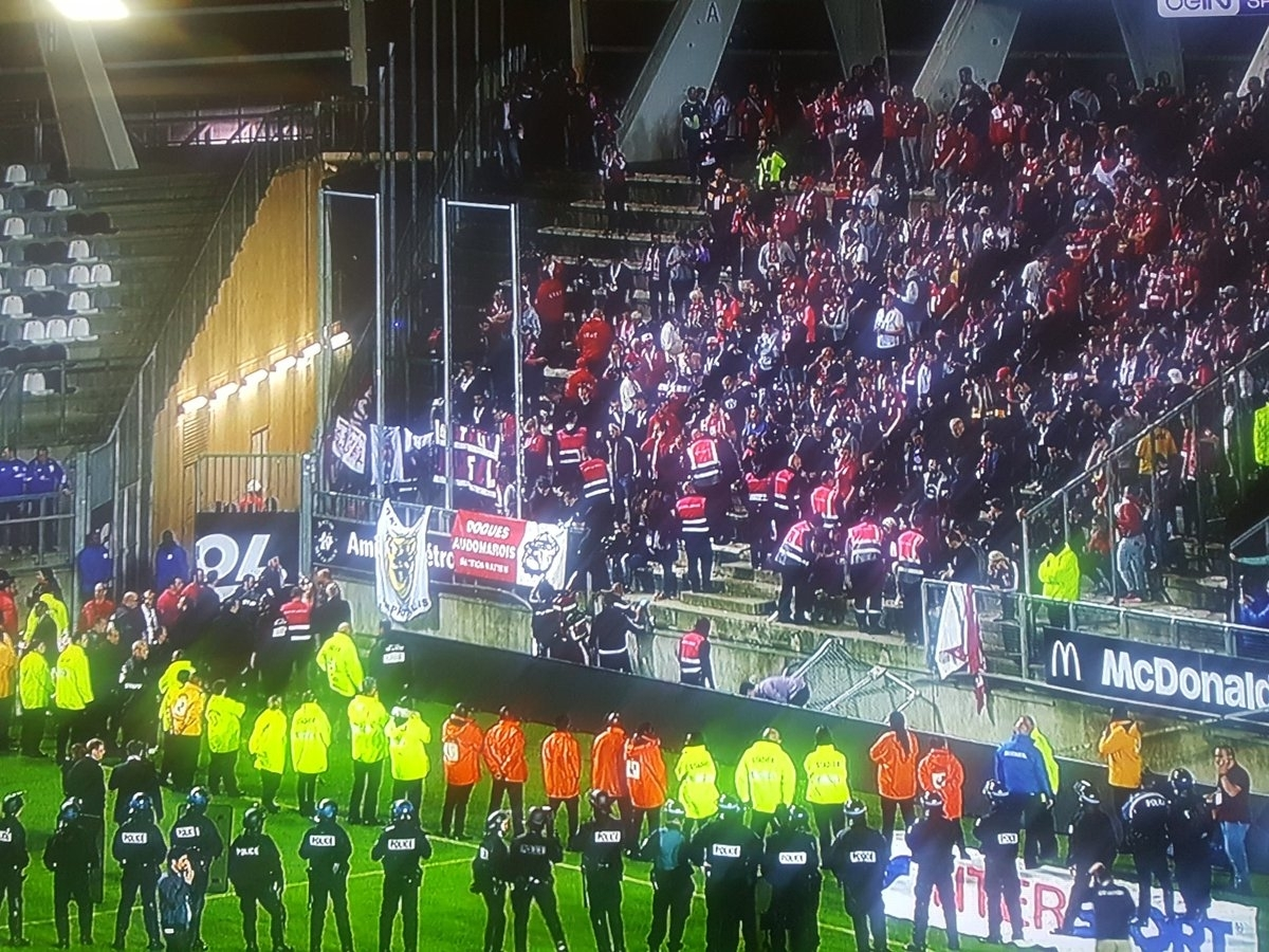 At least 20 football fans injured as barrier collapses for Stand lille