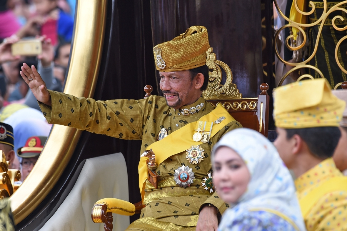 Sultan Of Brunei Golden Jubilee Gilded Chariot Procession