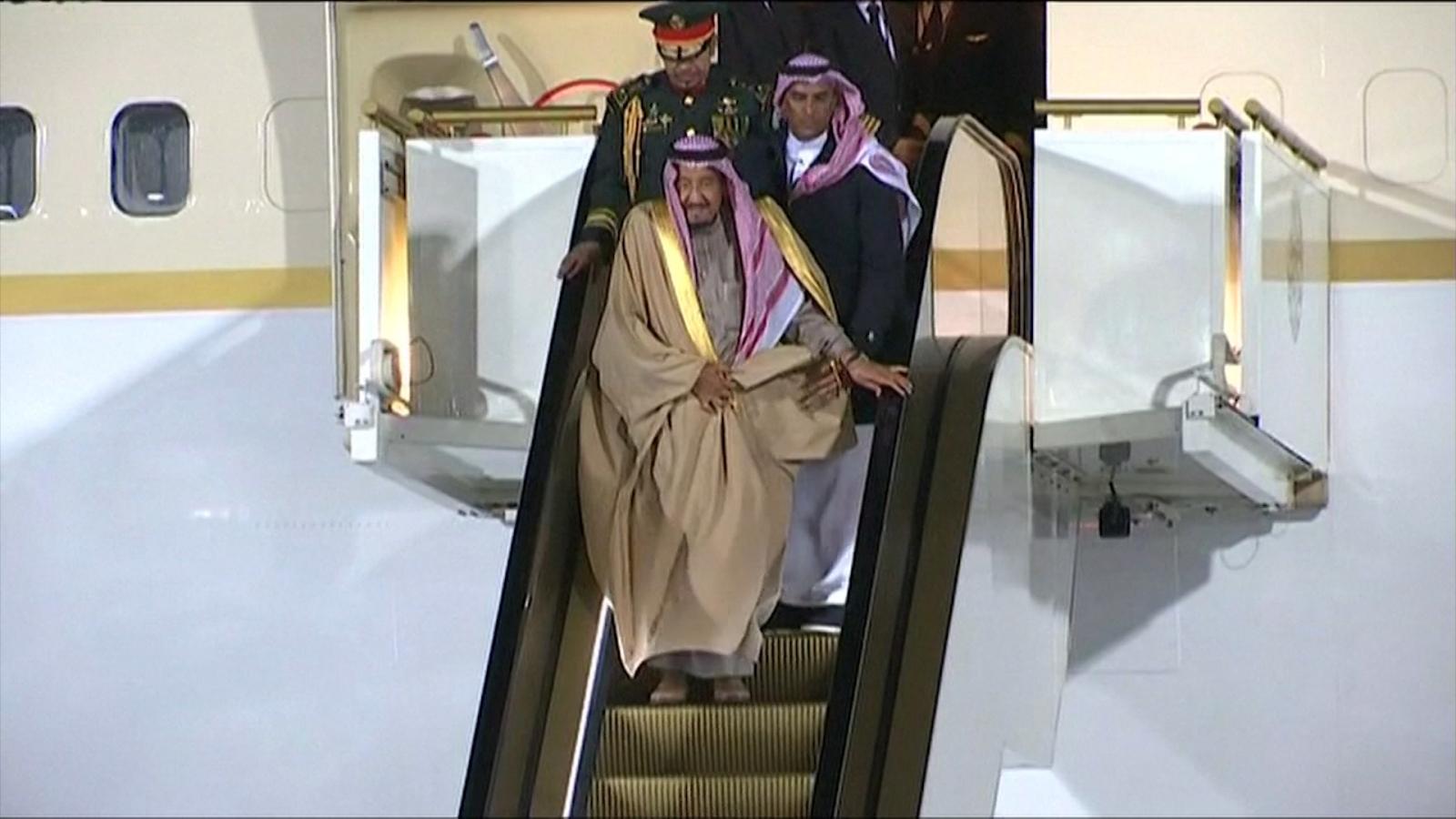 saudi-kings-golden-escalator-gets-stuck