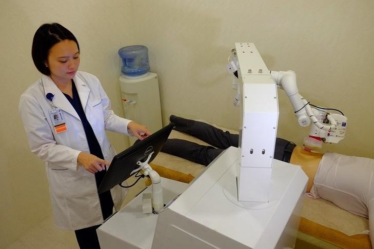 Emma robot massage