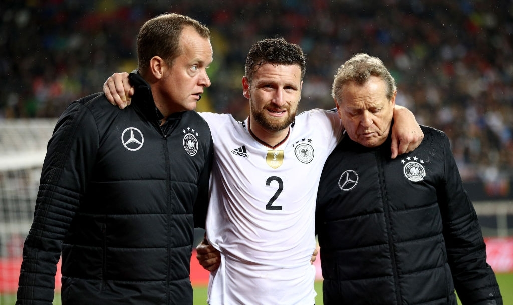 Shkodran Mustafi out for at least four weeks, Koscielny faces fitness test