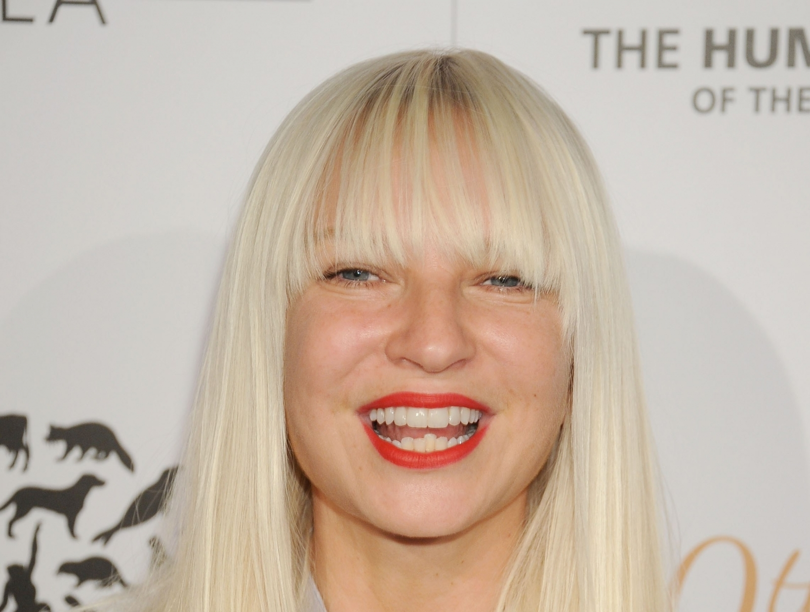Sia: Pop Star Sia Exposes Bit Too Much Skin As She Suffers