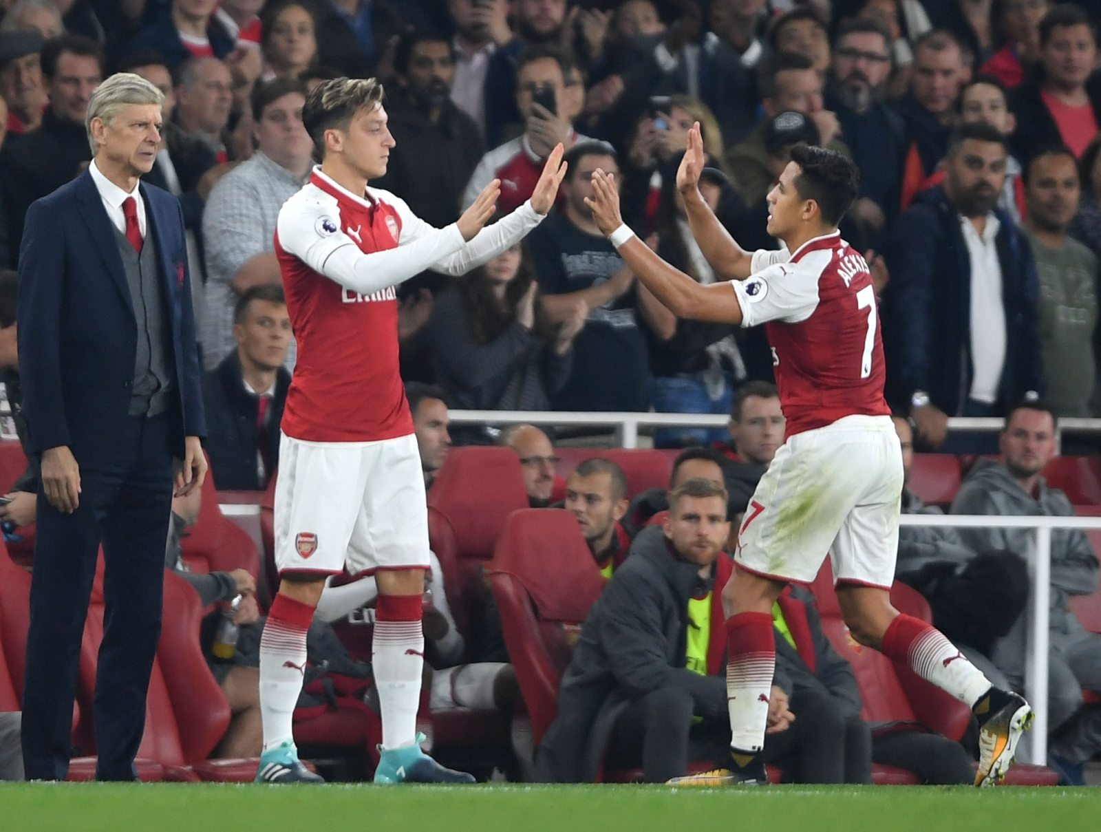 Alexis Sanchez and Mesut Ozil could leave Arsenal in January - Wenger