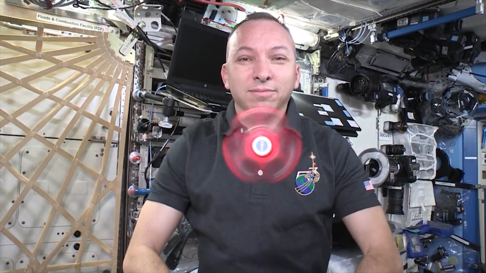 nasa-astronauts-show-how-fidget-spinners-work-in-zero-gravity