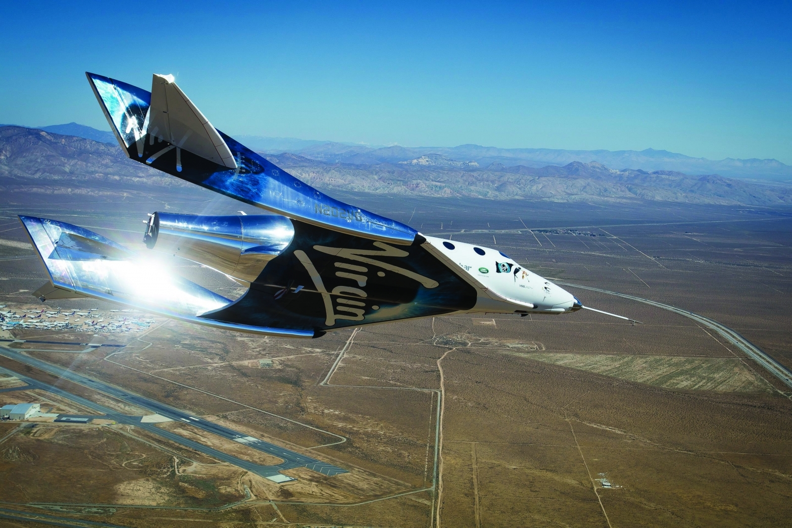 Virgin Galactic SpaceShipTwo nails another glide test ...