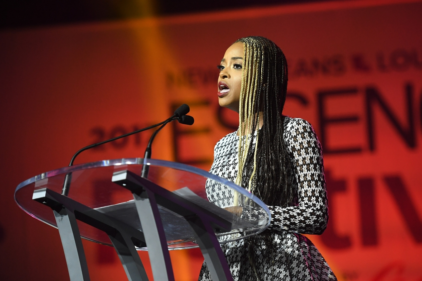 My American Express >> Founder of Women's March Tamika Mallory says 'white male aggression' got her kicked off flight