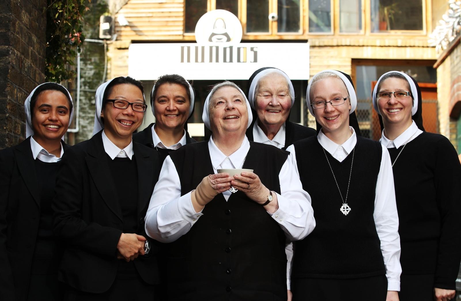 Nundos staff