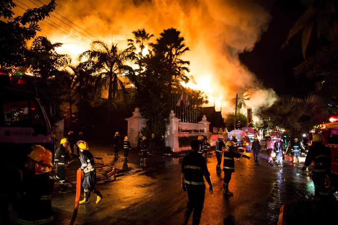 Photos: Fire destroys landmark teakwood Kandawgyi Palace ...