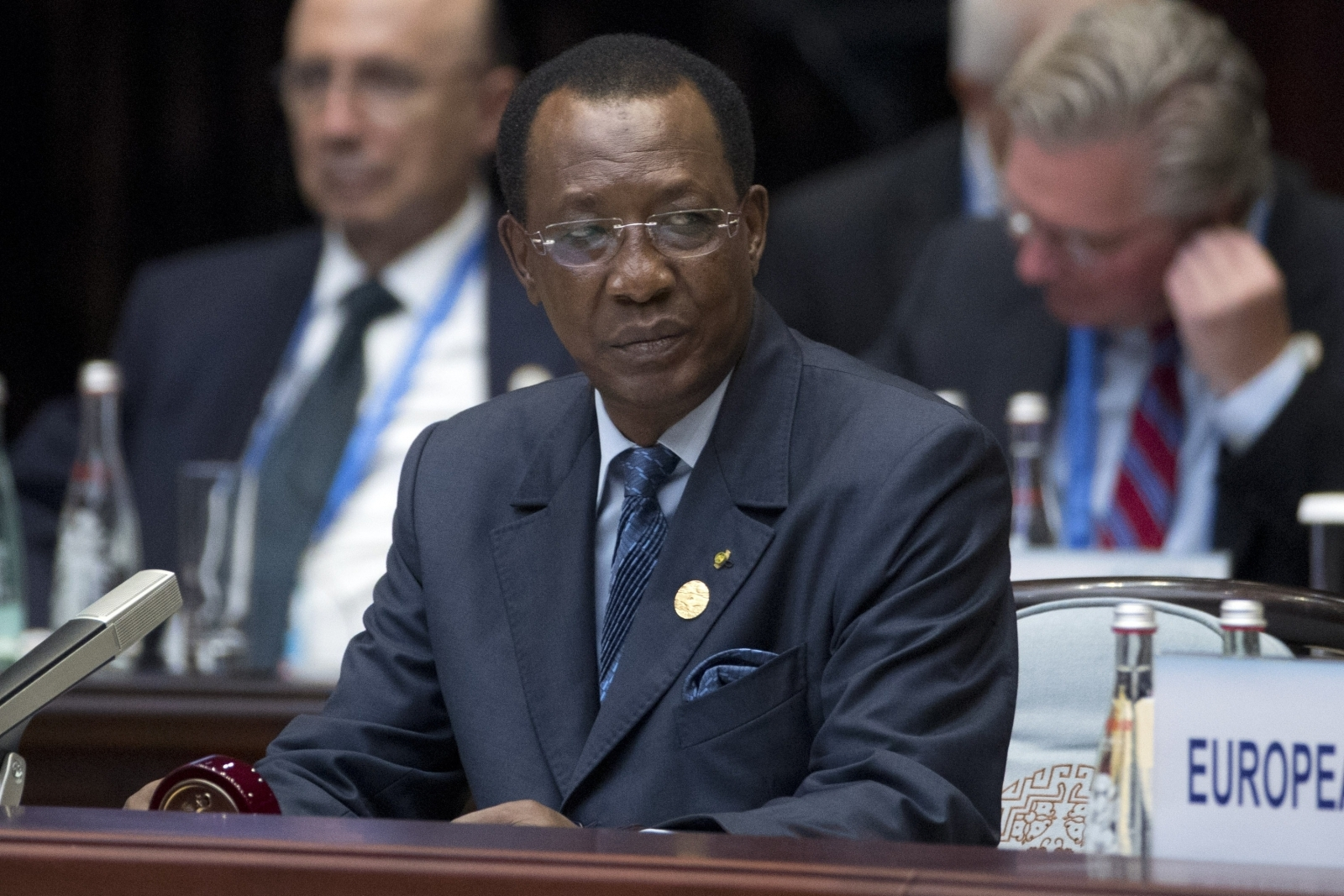 Chadian President Idriss Deby has met the US officials over its lack of secure passport paper and other security concerns